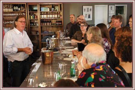 Randall_speaking_to_wine_club_members